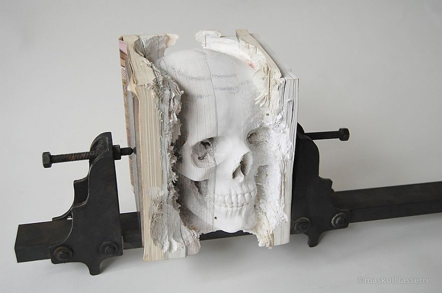 book-sculpture-cutting-paper-skull